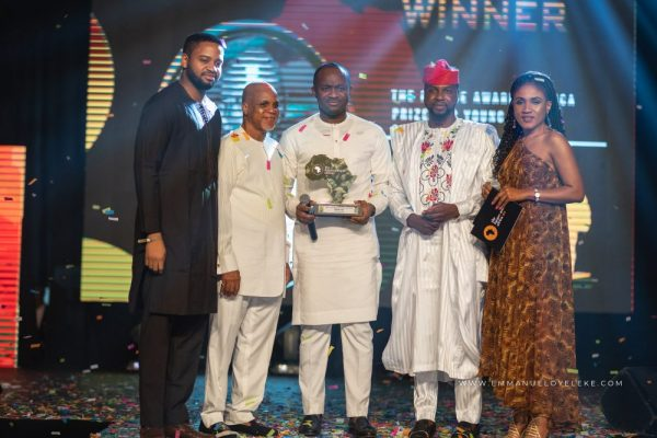 Debola Lagos Giving the person of the year The Future Awards 2018